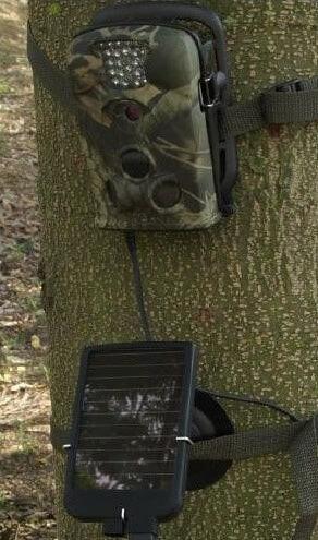 Cargador solar para cámaras de caza